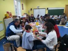 talleres navideños con las familias en el colegio esclavas