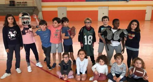 Alumnos participando en el campus semana de vacaciones del Colegio Esclavas Santander actividades deportivas y talleres