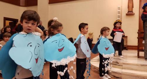 alumnos de infantil del colegio esclavas celebran la navidad con sus familias