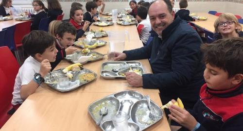 jornada de puertas abiertas del comedor para las familias del colegio esclavas